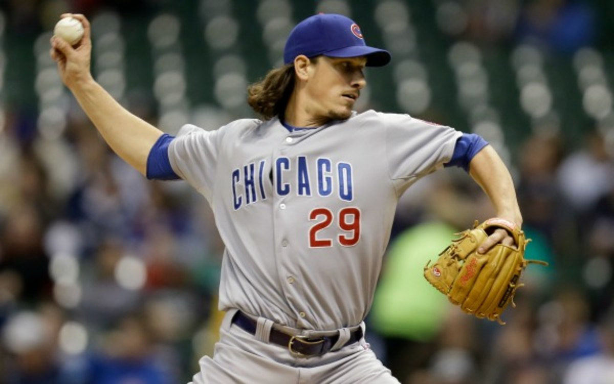 The Chicago Cubs avoided arbitration by agreeing to a one-year deal with Jeff Samardzija. (Mike McGinnis/Getty Images)