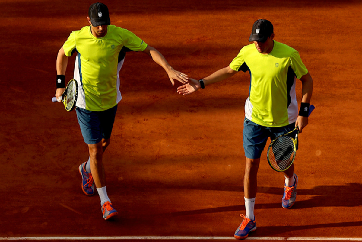 Defending champions Bob and Mike Bryan lost in the quarterfinals of the men's doubles tournament.