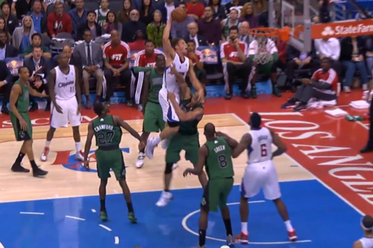 Blake Griffin dunks over Kris Humphries. (NBA)