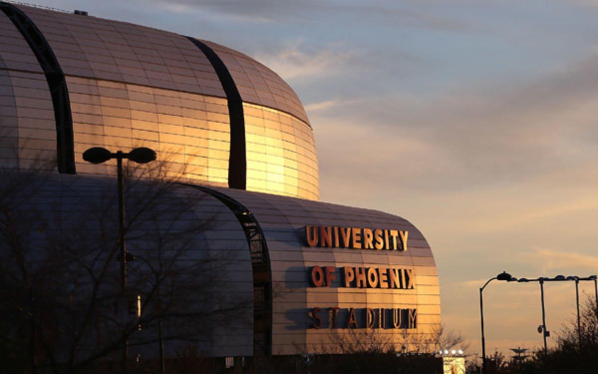 University of Phoenix Stadium in Glendale, Ariz will bid to host the 2016 college football championship. (Christian Petersen/Getty Images)