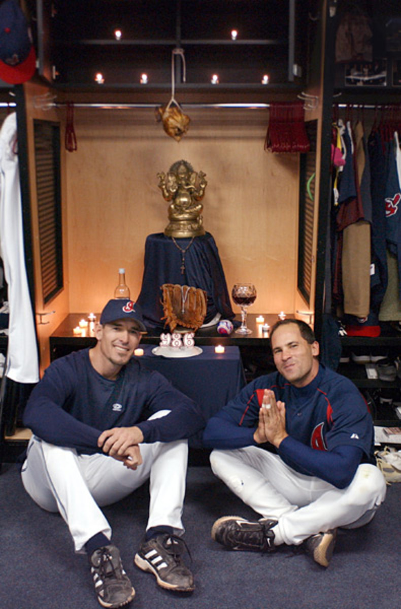 Tim Laker and Omar Vizquel :: AP/Chuck Crow