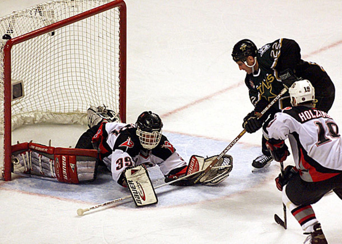 Brett Hull scores the infamous foot in the crease goal vs. Buffalo in the 1999 Stanley Cup Final.