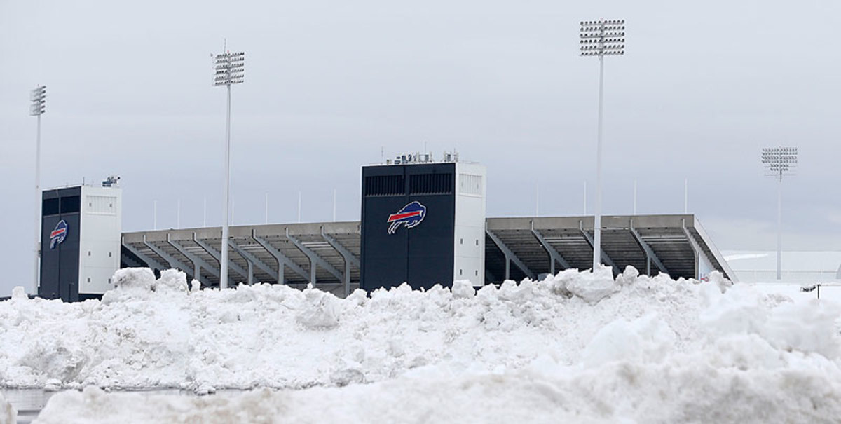 Record snowfall in Buffalo forced the NFL to move the Jets-Bills game to Monday night ... in Detroit. (Mike Groll/AP)