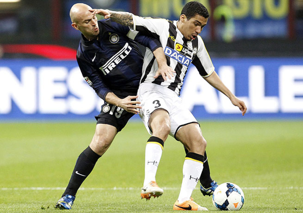 Esteban Cambiasso (left) and Inter Milan couldn't break through against Allan and Udinese.