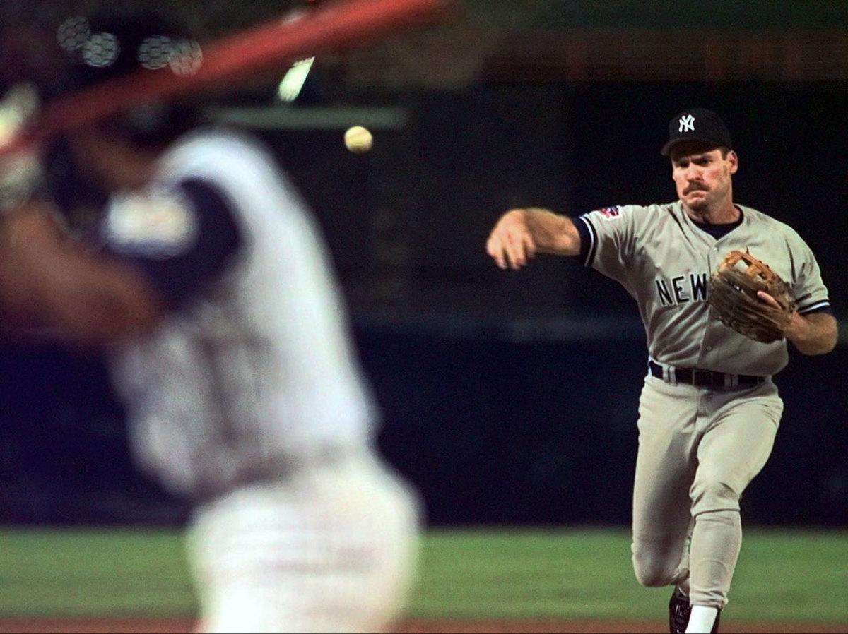 Wade-Boggs-Yankees-pitching.jpg