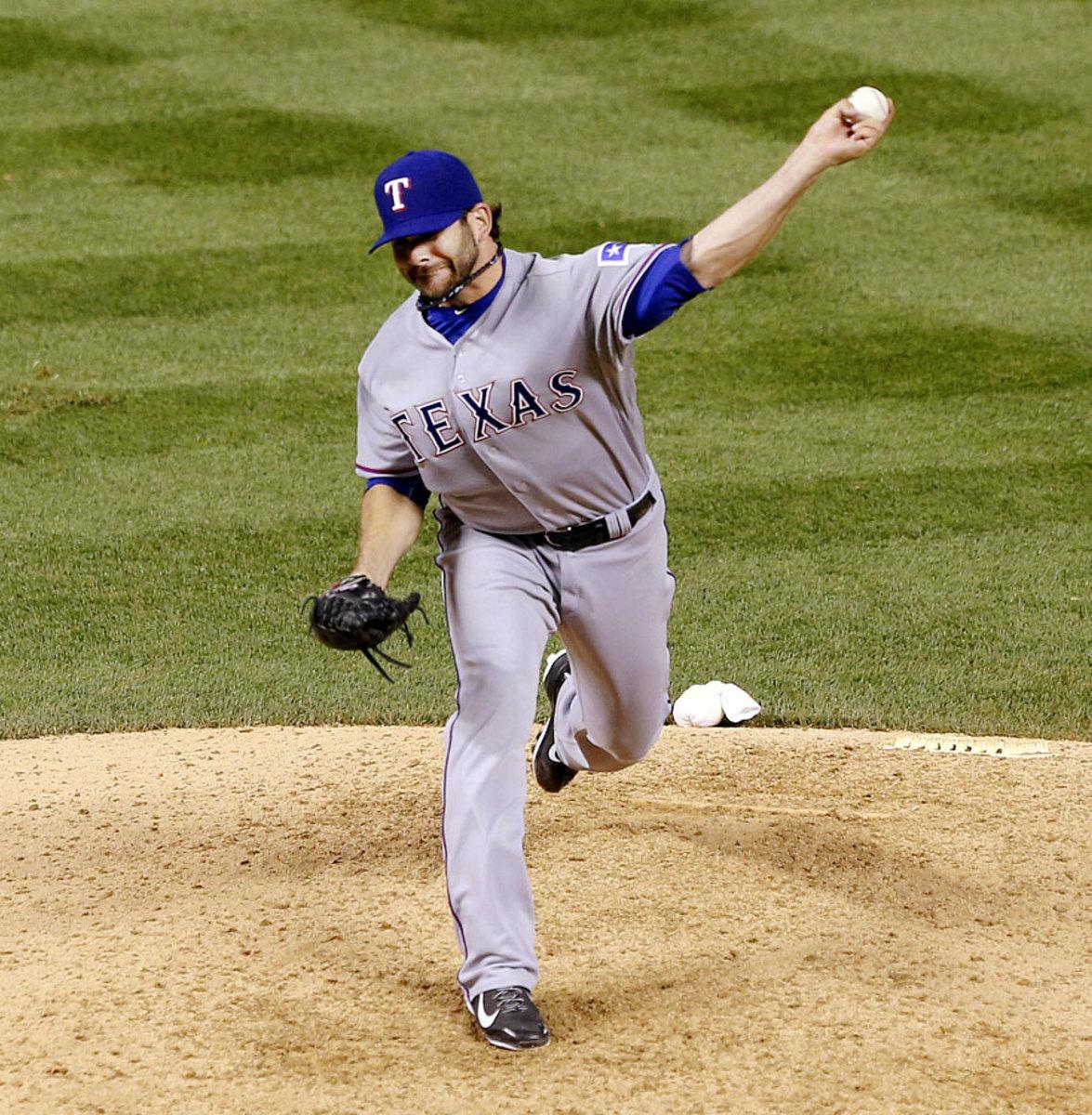 Mitch-Moreland-pitching.jpg