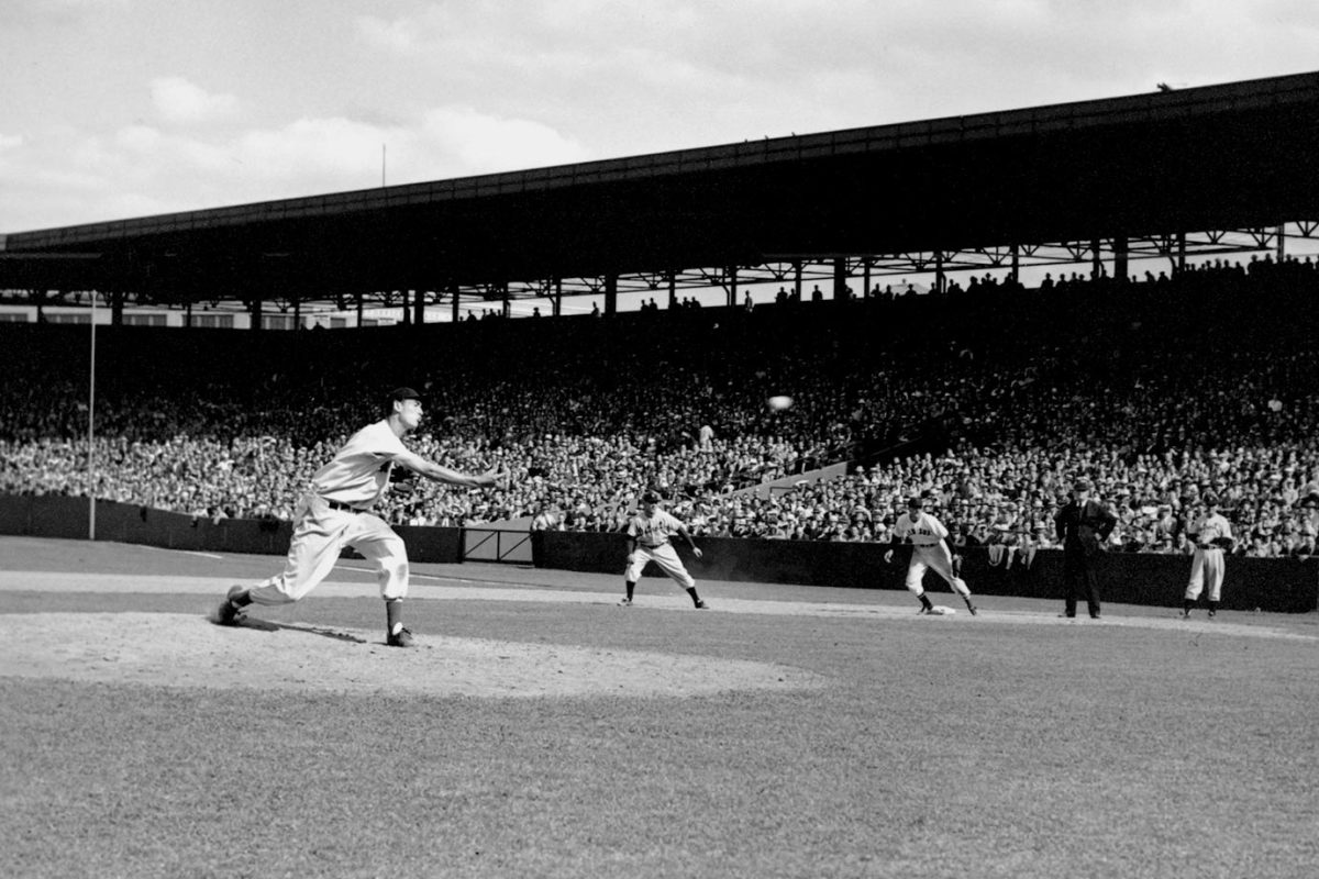 1940-Ted-Williams-pitching.jpg