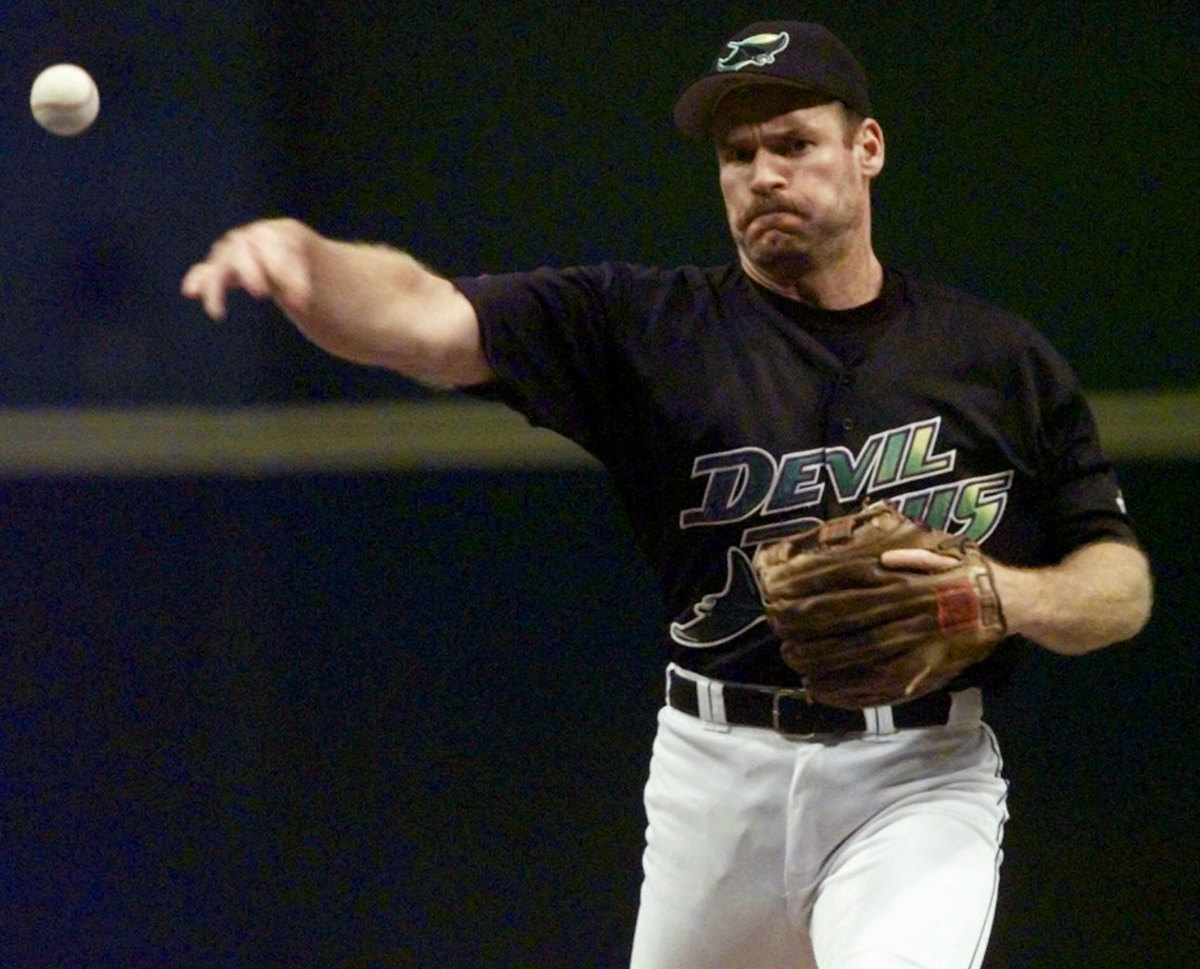 Wade-Boggs-Devil-Rays-pitching.jpg
