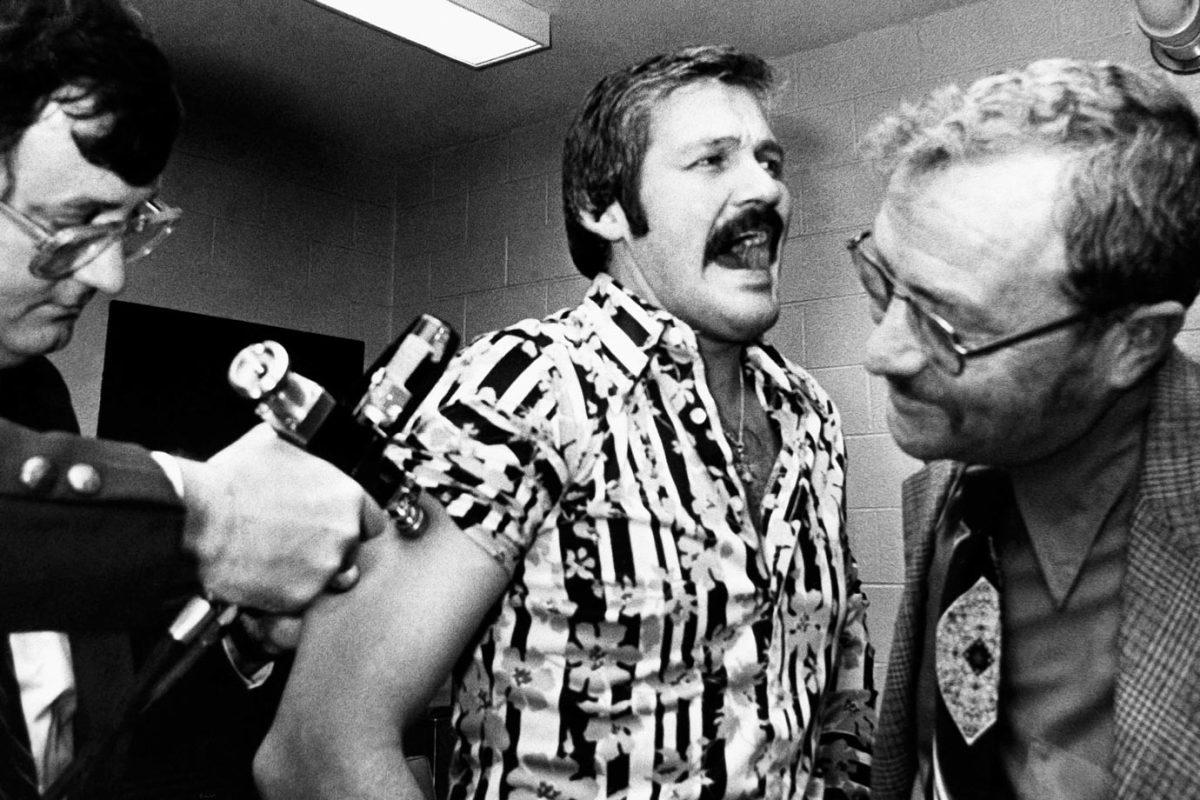 1976-Bernie-Parent-swine-flu-shot.jpg