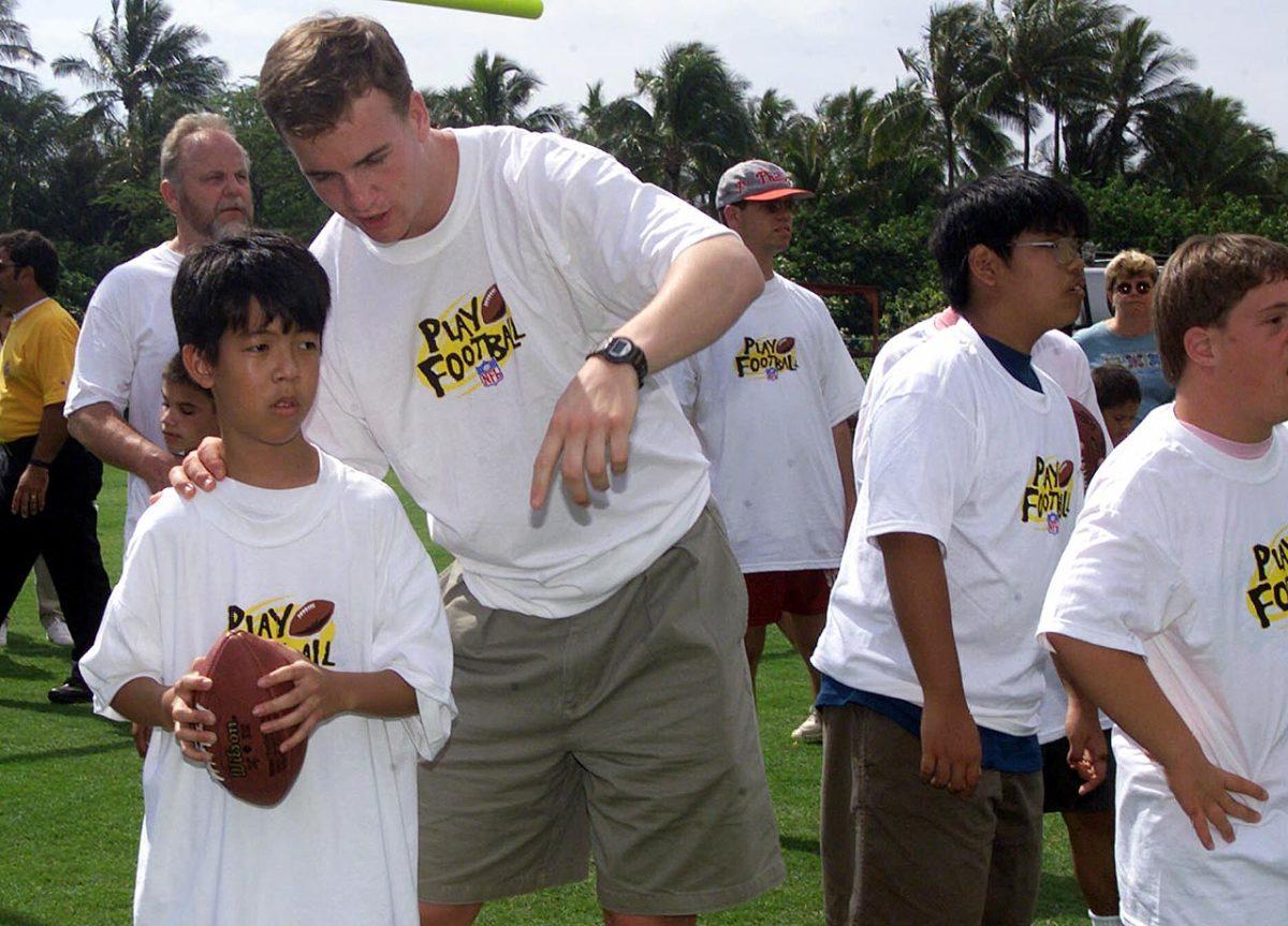 2000-Peyton-Manning-Pro-Bowl-Special-Olympics.jpg