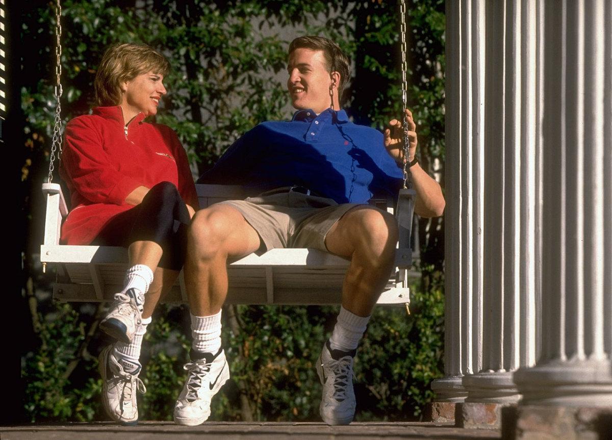 1996-Peyton-Manning-mom-Olivia-05735515.jpg