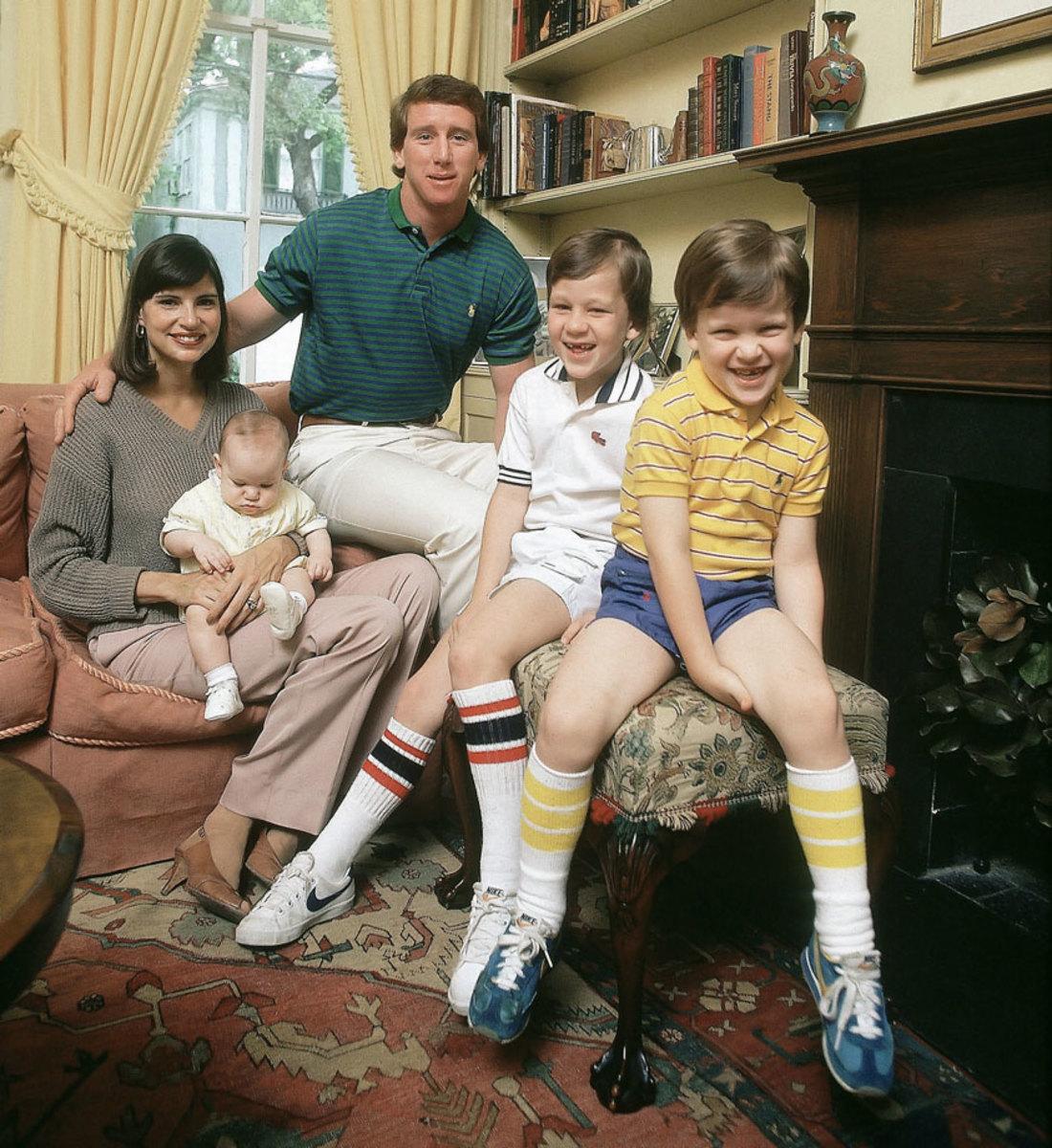 1981-Archie-Olivia-Cooper-Peyton-Eli-Manning-Family-portrait-001290677.jpg
