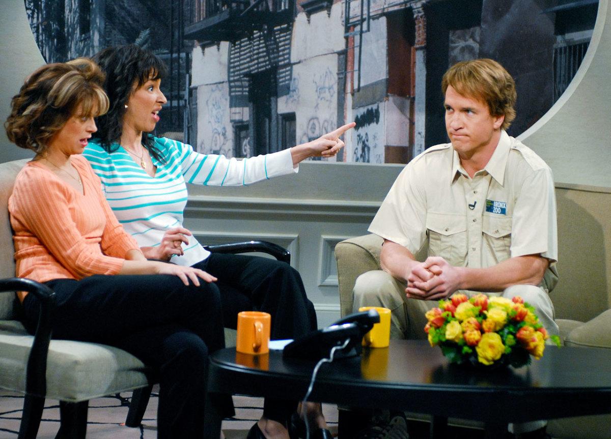 2007-Peyton-Manning-SNL-Maya-Rudolph-Amy-Poehler.jpg