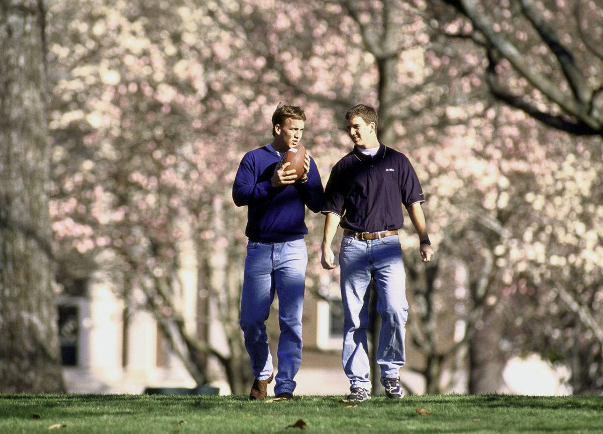 2001-Peyton-Eli-Manning-01338745.jpg