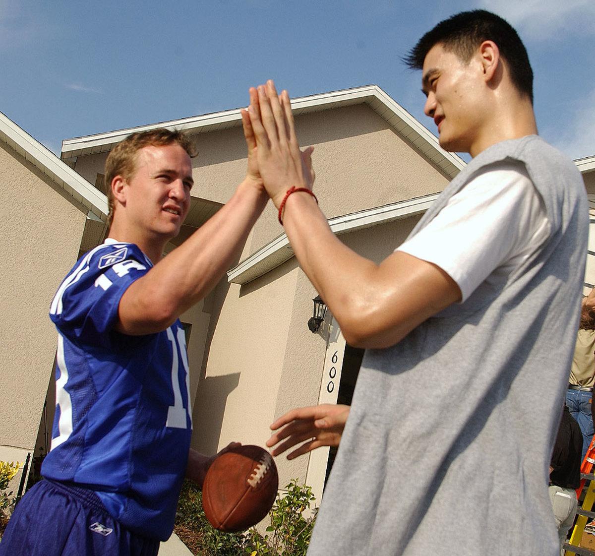 2003-Peyton-Manning-Yao-Ming.jpg