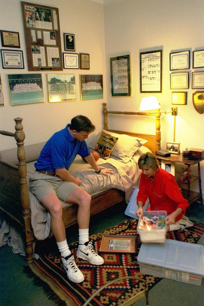 1996-Peyton-Manning-mother-Olivia-05735544.jpg