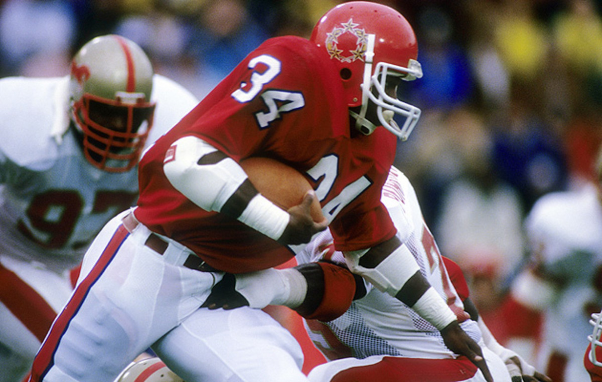 Walker ran for 5,562 yards and 54 touchdowns in his three USFL seasons before heading to Dallas.