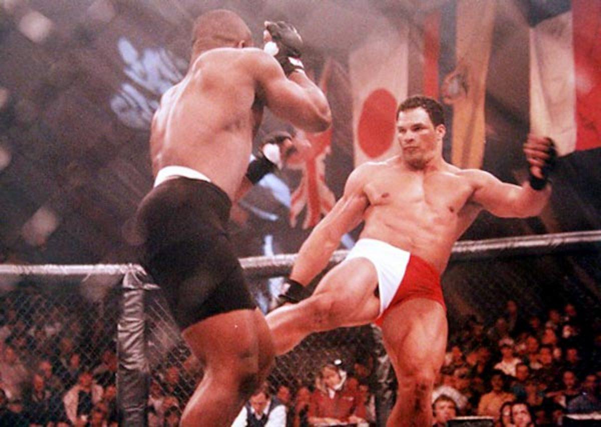 Mark Kerr kicks Dwayne Cason at UFC 15, Oct. 17, 1997 in Bay St. Louis, Miss.