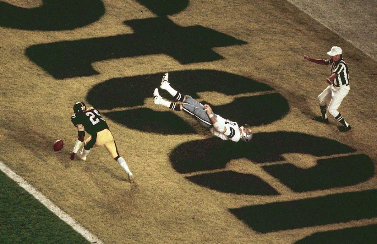 1979-Super-Bowl-XIII-Jackie-Smith-Ron-Johnson-001285584.jpg