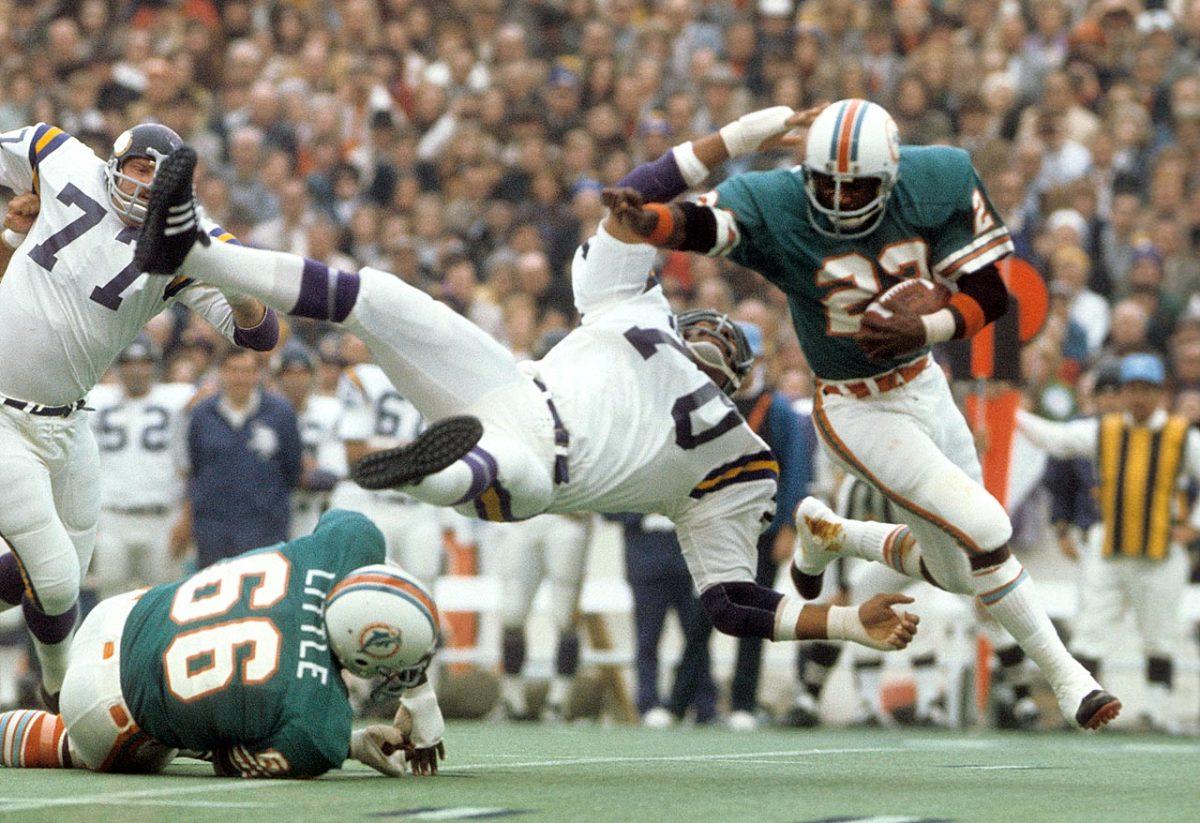 1974-Super-Bowl-VIII-Mercury-Morris-Jim-Marshall-017041319.jpg