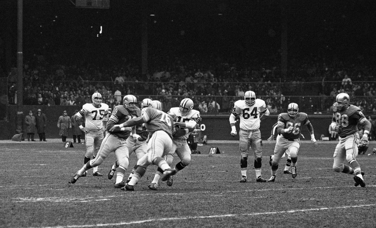 The Lions manhandled Bart Starr in the fabled 1962 game, sacking the Packers QB 11 times in a 26-14 win.