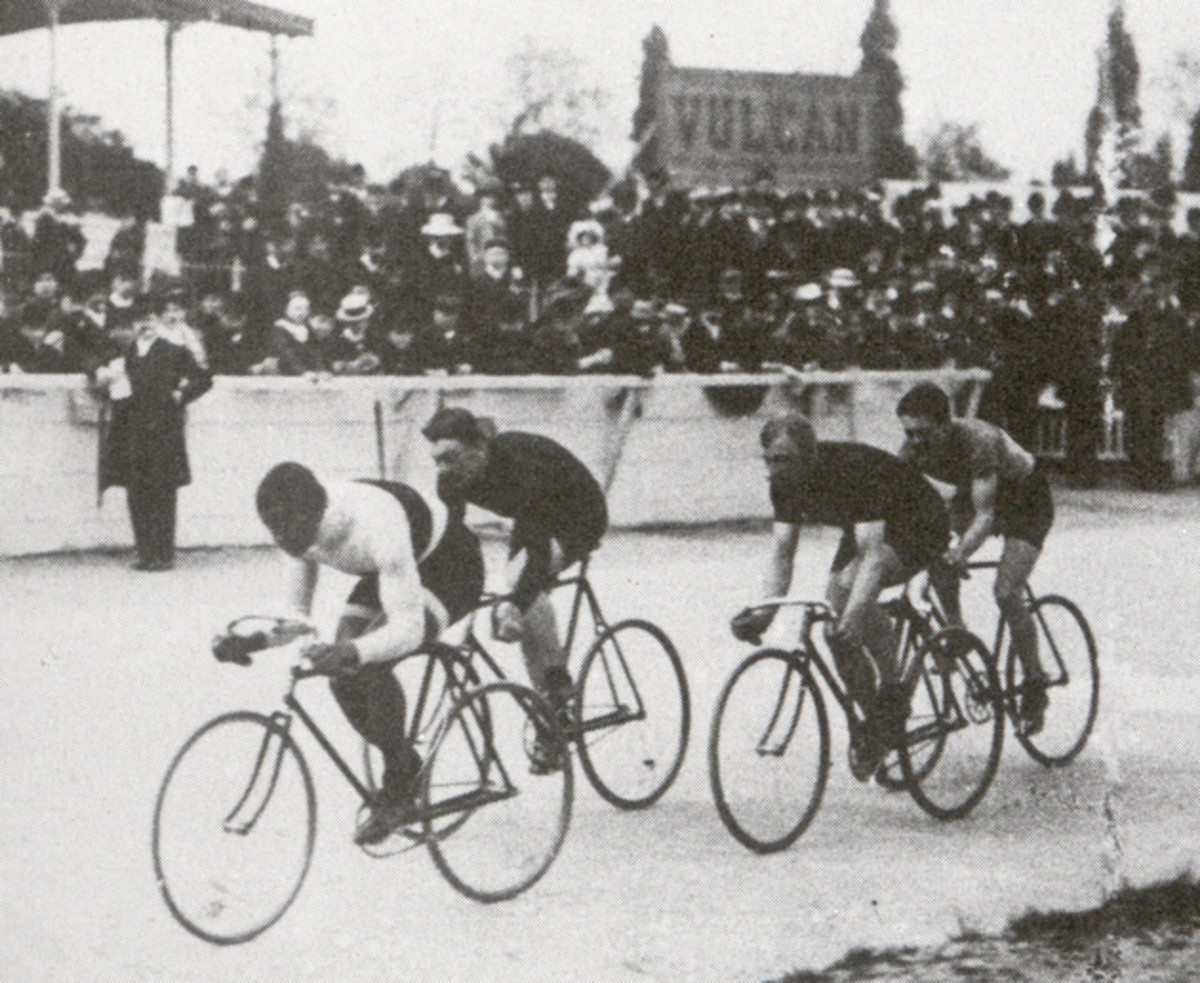 Taylor leads Poulain, Ellegaard and Friol at the Buffalo Velodrome before a capacity crowd, Paris, 1908. Jules Beau collection, Bibliotheque Nationale, Paris.