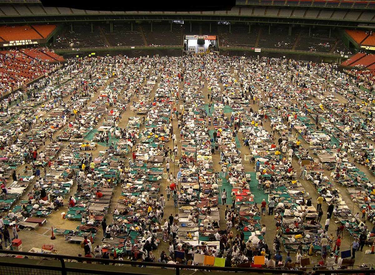 03-2005-residents-inside-Superdome-017057383.jpg
