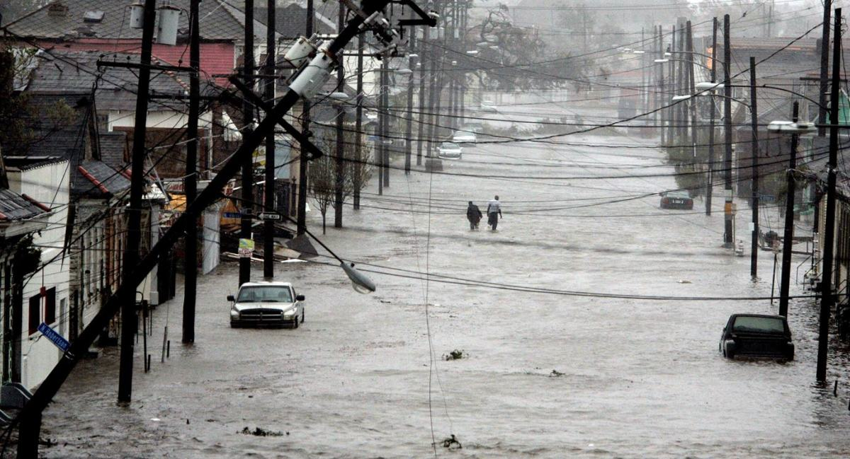 2005-0829-New-Orleans-flooded-street.jpg