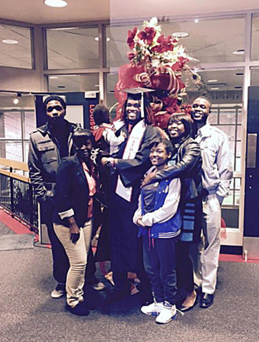 Mauldin and his siblings at Lorenzo's Louisville graduation: Taiwan (far left), Sakia (front left), Miracle (front right) and Tashia (behind Miracle). (Photo courtesy Lorenzo Mauldin)