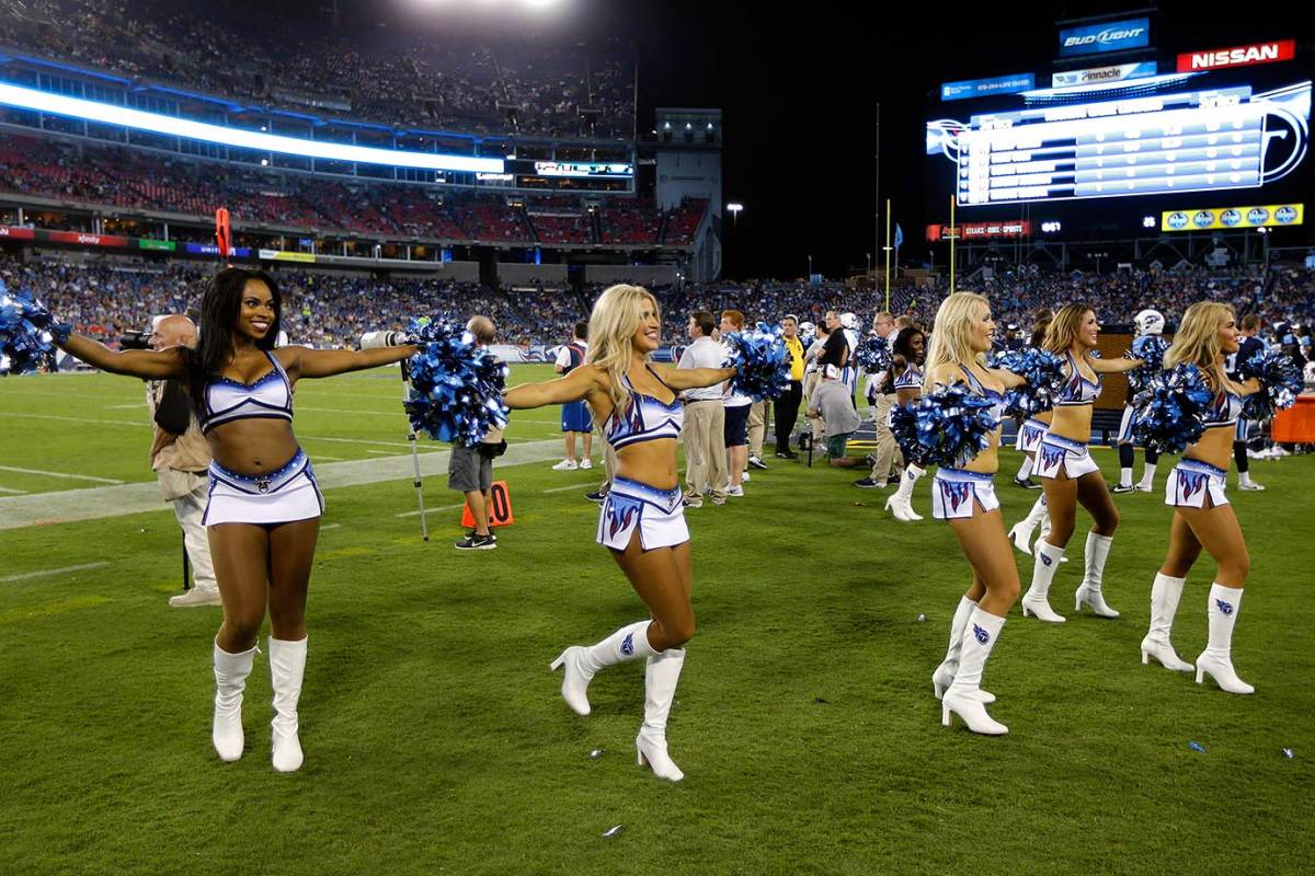 Tennessee-Titans-cheerleaders-AP_33881816500.jpg