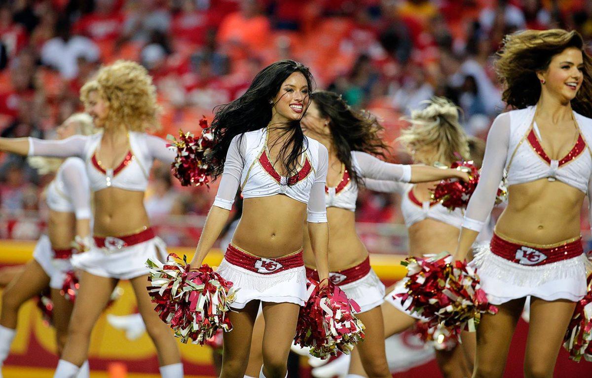 Kansas-City-Chiefs-cheerleaders-AP_404074846434.jpg