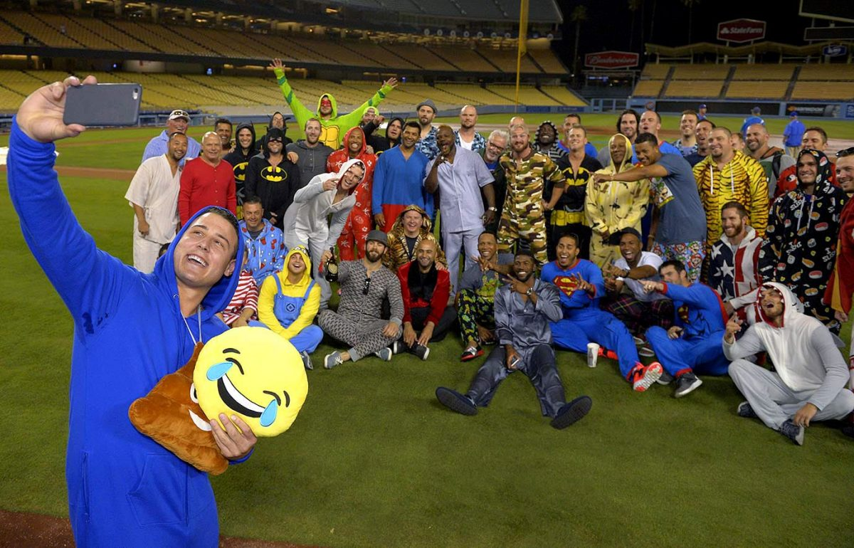 Chicago-Cubs-pajama-party-onesies-Anthony-Rizzo.jpg