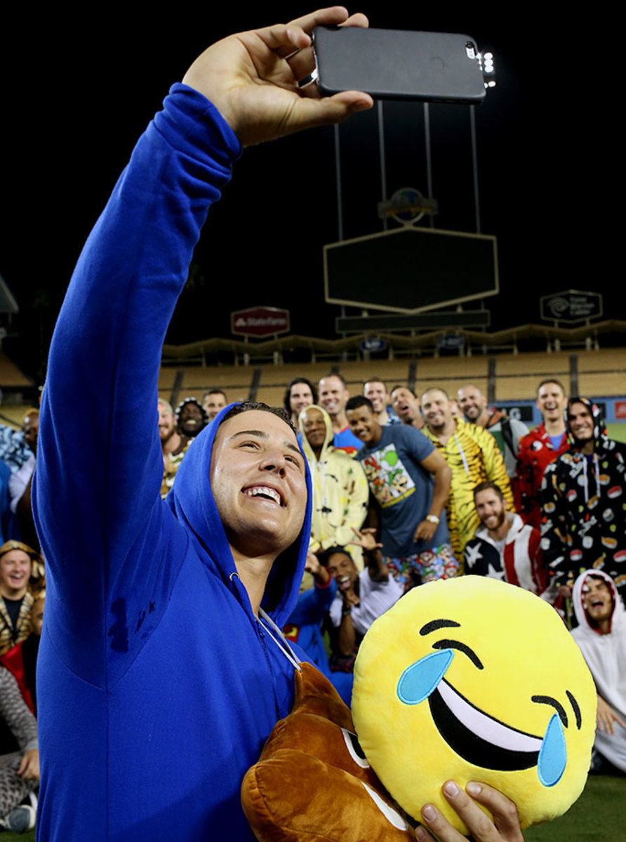 Chicago-Cubs-pajama-party-onesies-Anthony-Rizzo-2.jpg