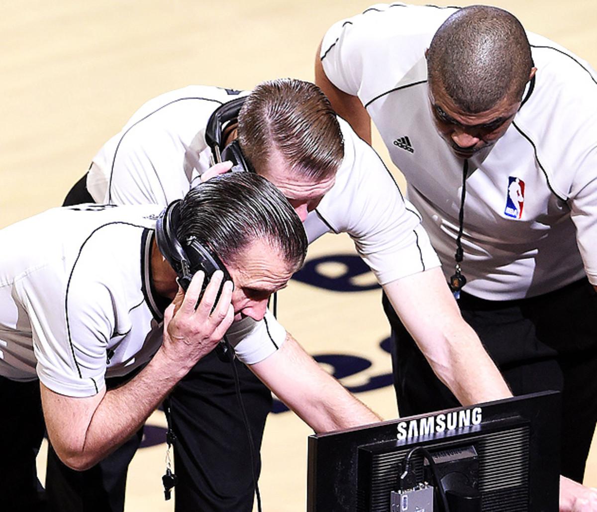 al-horford-ejection-matthew-dellavedova-cavaliers-hawks-game-3-2015-nba-playoffs.jpg