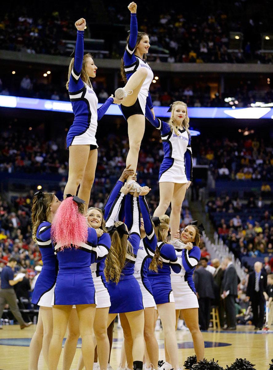 Buffalo-cheerleaders-AP618898760052_8.jpg