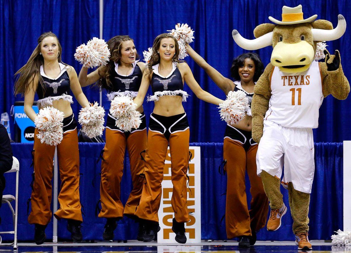 Texas-cheerleaders-AP421510177733_1.jpg