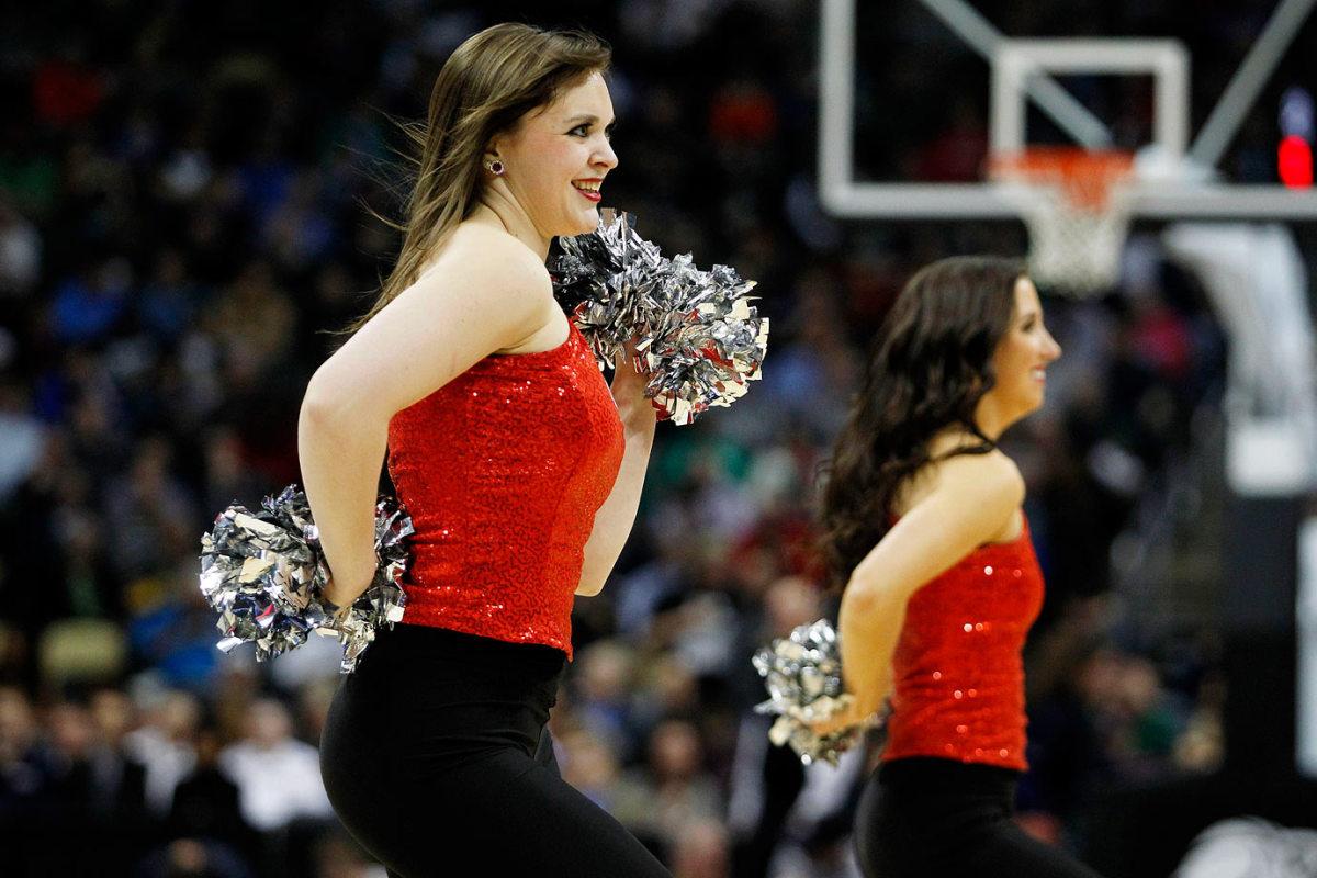 Northeastern-cheerleaders-466870074_10.jpg