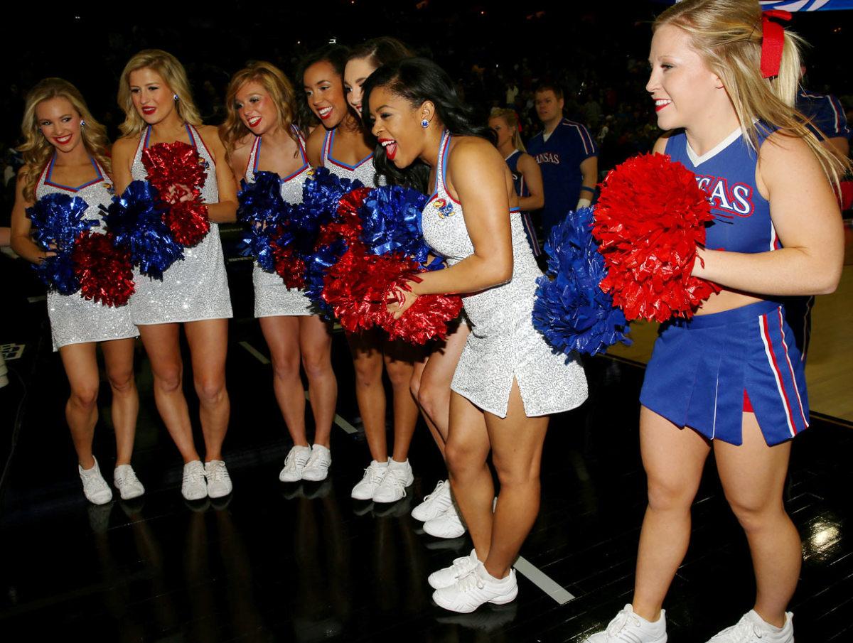 Kansas-cheerleaders-467038348_10.jpg