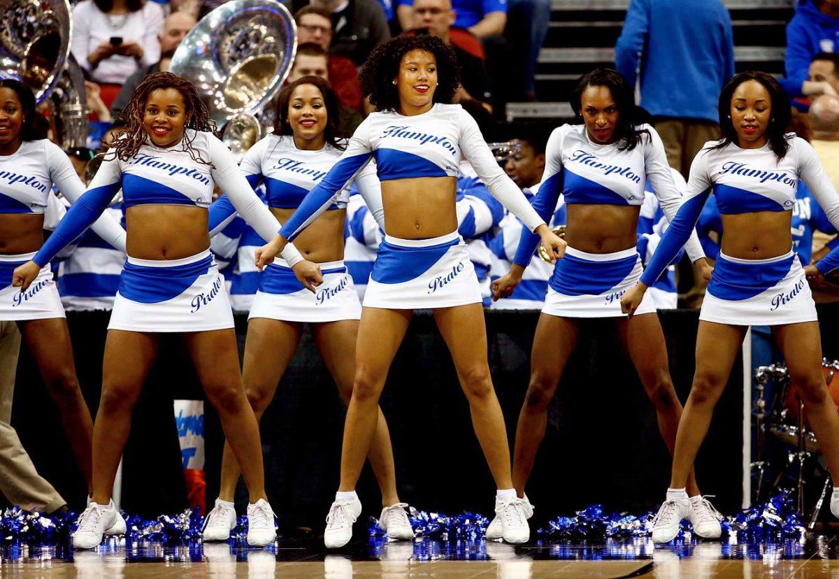 Hampton-cheerleaders-DKX13681.jpg