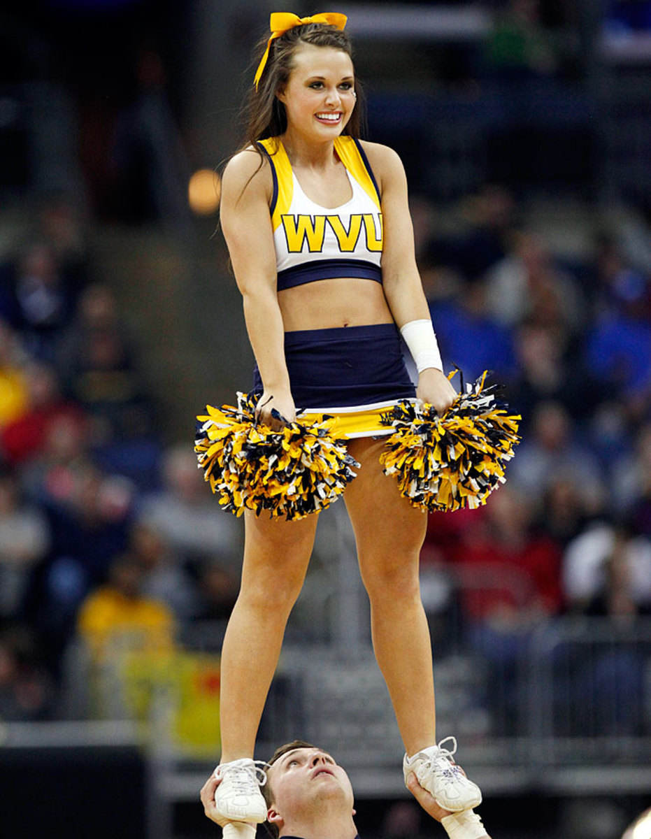 West-Virginia-cheerleaders-149ee3acbe6f420eaf8f42ce35e559e1-0.jpg