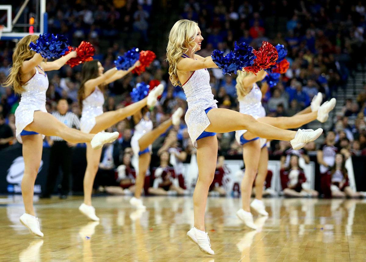 Kansas-cheerleaders-467042000_10.jpg