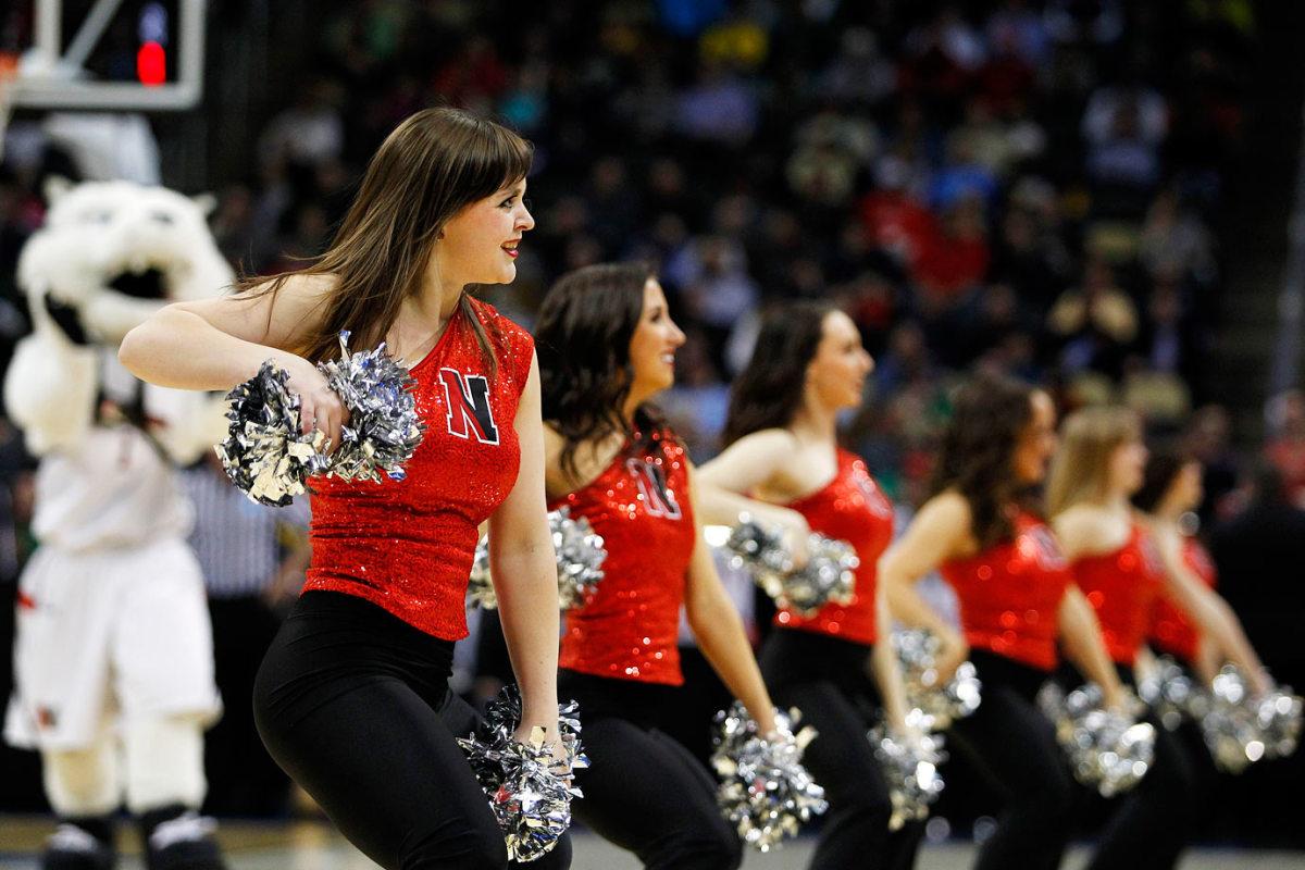 Northeastern-cheerleaders-466870072_10.jpg