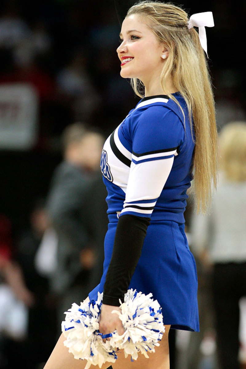 Duke-cheerleaders-467968310.jpg