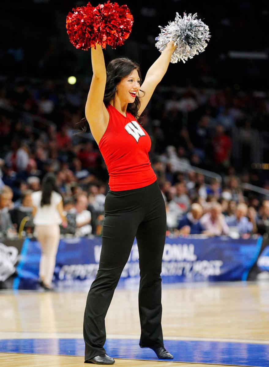 Wisconsin-cheerleaders-269150326_008_North_Carolina_vs_Wiscon.jpg