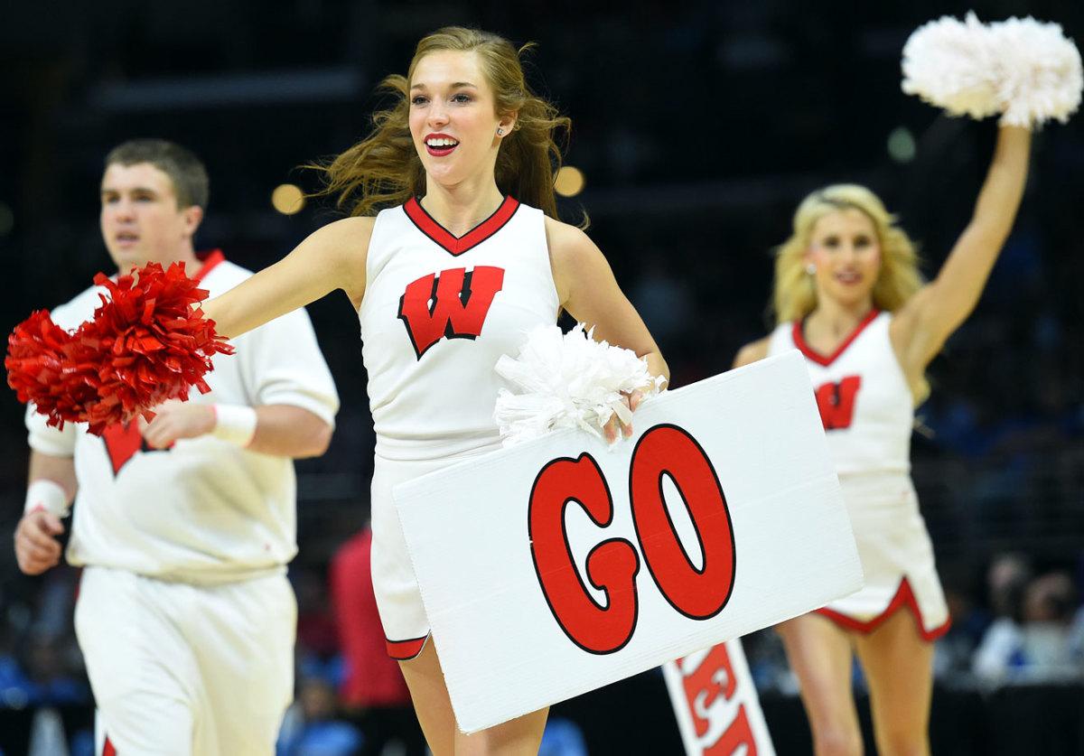 Wisconsin-cheerleaders-0071503261286_North_Carolina_v_Wiscons.jpg