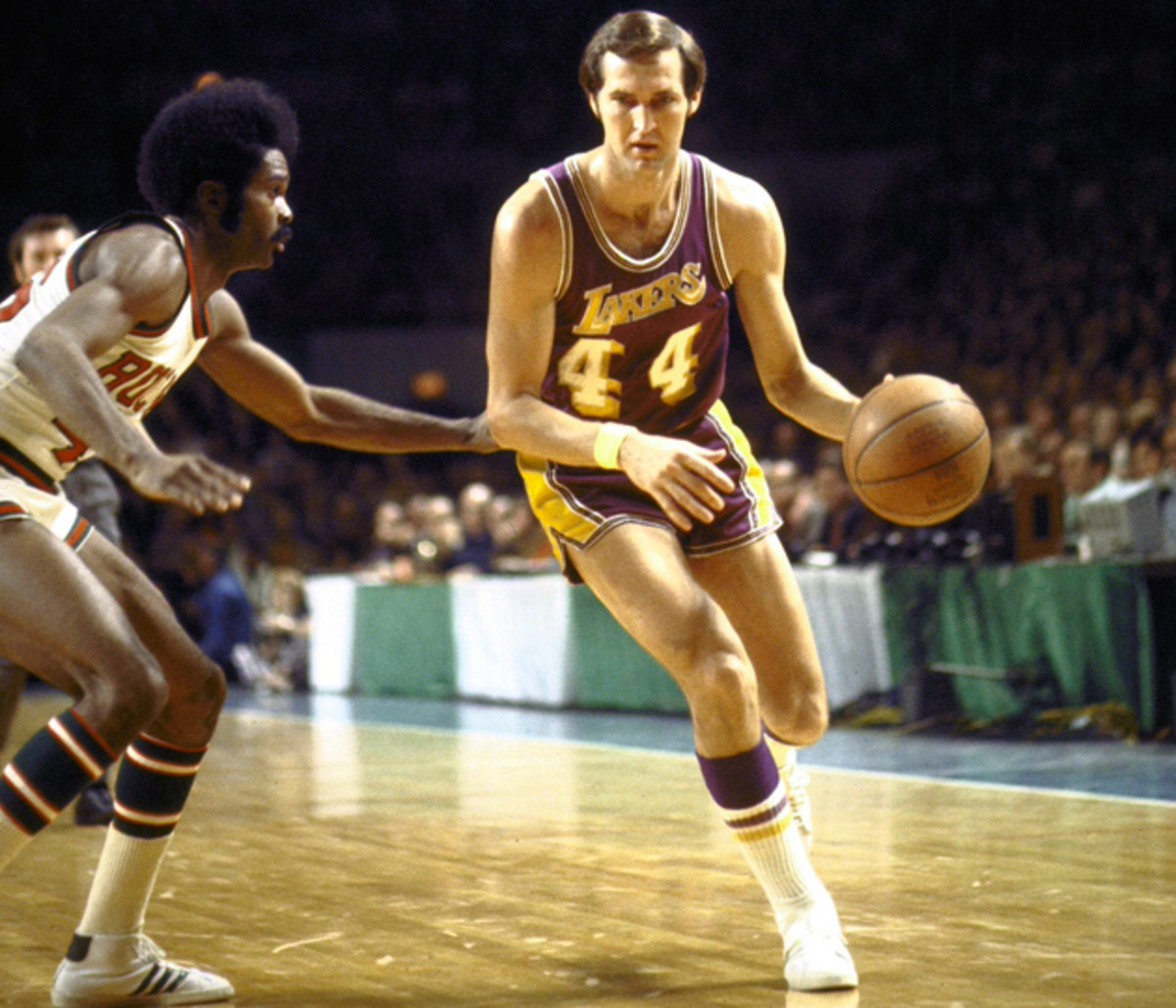 jerry-west-lakers-nba-hall-of-famer-1972-bucks.jpg