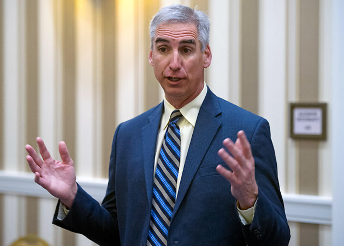 oliver-luck-texas-athletic-director-steve-patterson-fired.jpg