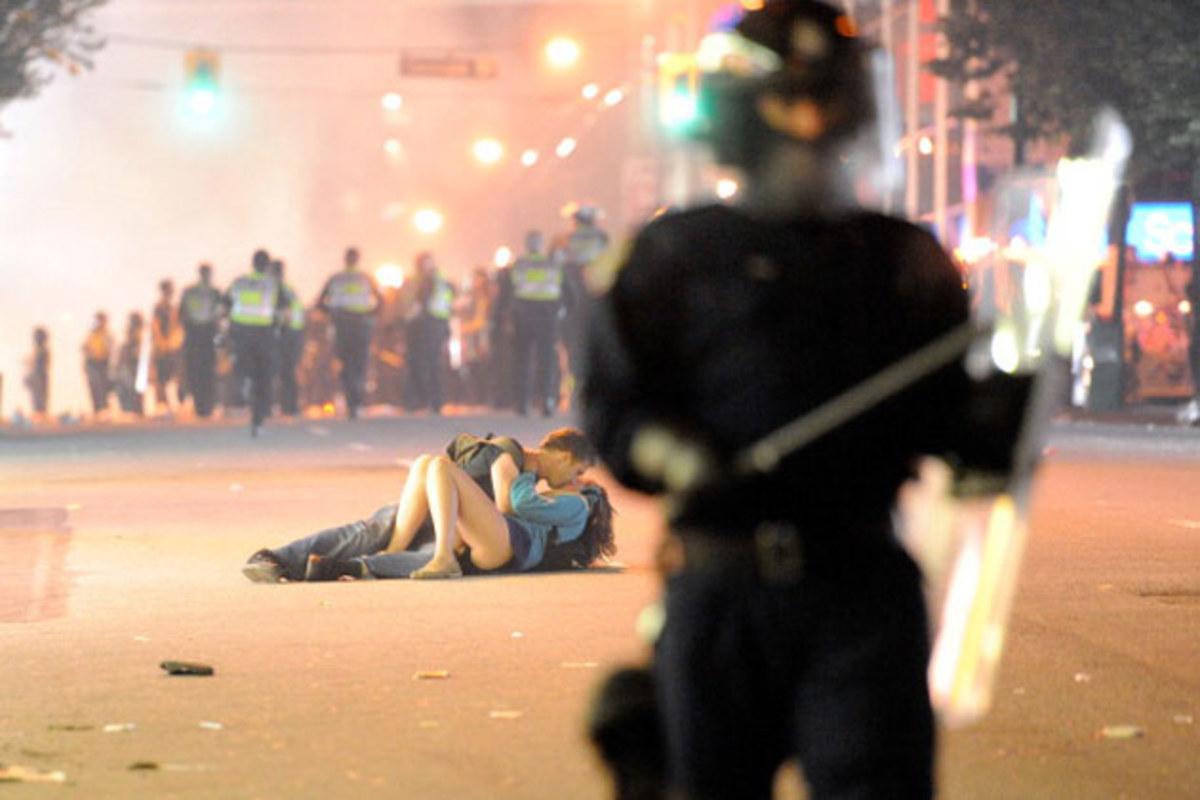 vancouver-riot-couple.jpg