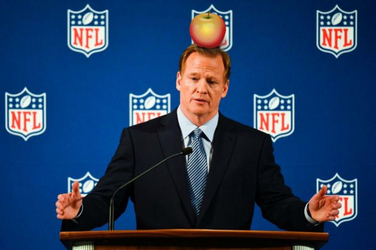 Tom-Brady-Super-Bowl-50-roger-goodell.jpg