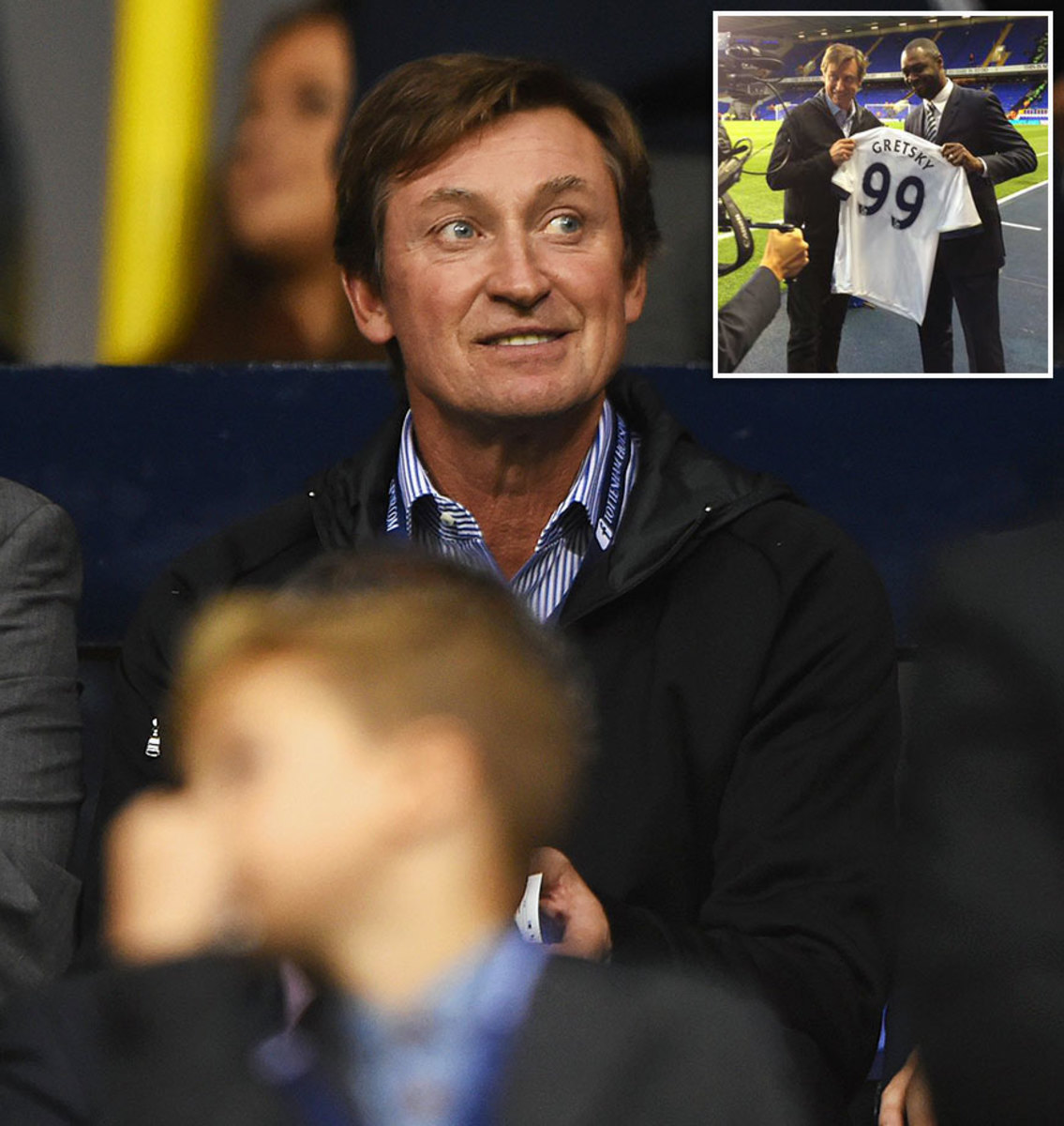 2015-1005-Wayne-Gretzky-misspelled-jersey.jpg